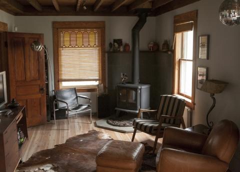 Delightful Renovated Dutch Colonial Farmhouse In Jeffersonville